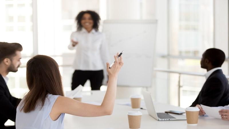 職場上不懂裝懂、比沒有答案還丟臉!商業禮儀專家教你:面對不會的提問該如何反應