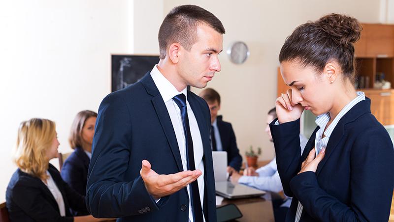 跟總經理開會,出會議室就被主管叫去痛罵...不想一夕間變公司黑名單,一定要懂的職場生存地雷
