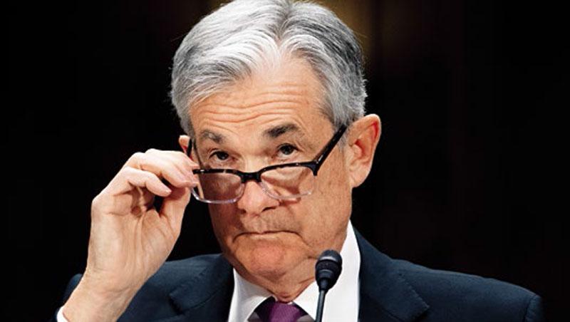 鮑爾去年升息4次,遭川普重炮批評,如今貿易戰等衝擊經濟,他不得不轉成鴿派,暫緩升息。