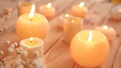 給你一根蠟燭、一盒圖釘跟火柴,如何把蠟燭固定在牆上?心理學博士從答案發現:幸運者的共同點