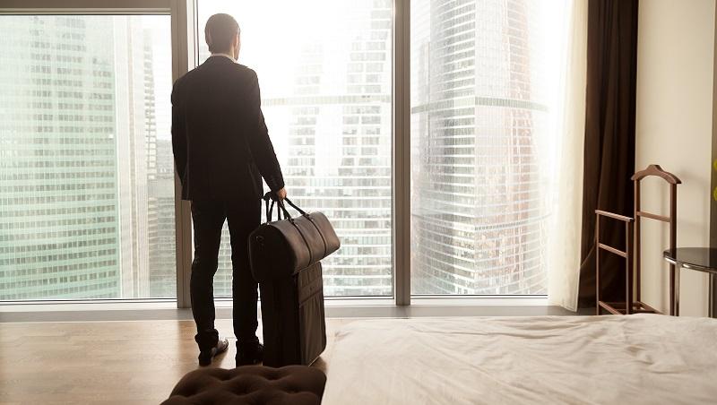 月薪4.5萬、每天工作13小時,你去不去?洪雪珍:想靠外派翻身該知道的3件事