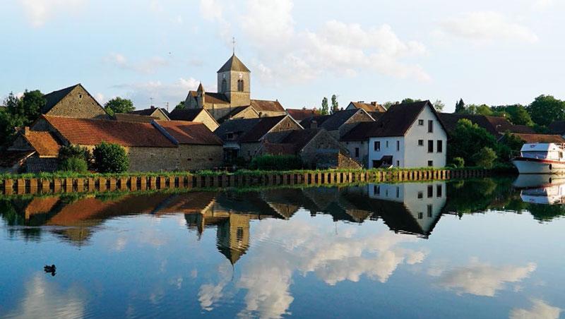 沿著布根地運河旅行,可感受到法國恬靜的田園風貌,品味在地的美酒美食。