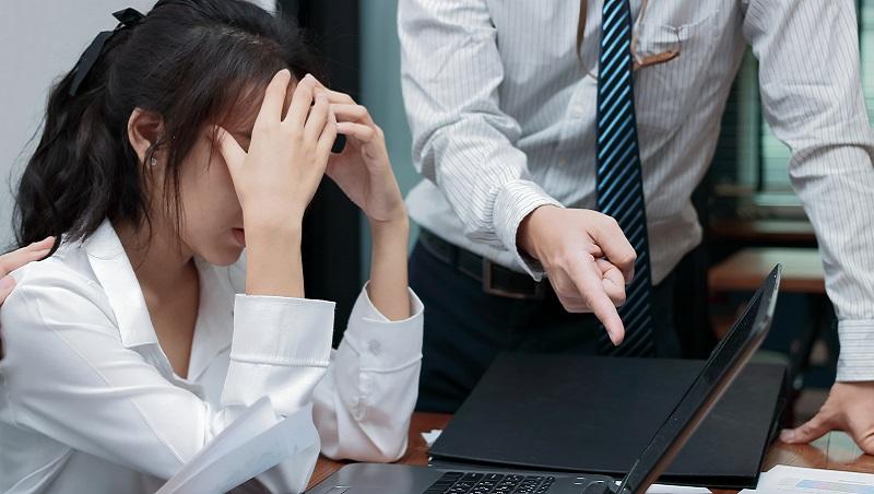 不斷被老闆羞辱,他卻任勞任怨做了20年...洪雪珍揭慣老闆真面目:說你差,你才不會換工作!