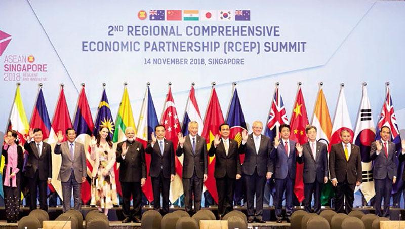 去年底在新加坡舉行的東協系列會議及東亞領導人會議,各國領導人力推整合。台灣不在任何亞洲區域經濟整合圈中,危機加劇。