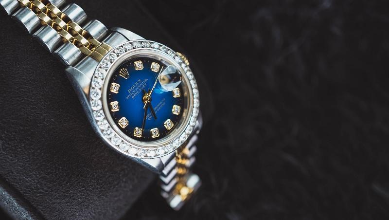 「一隻錶賣3000萬誰要買?」專家揭露大家都在用的賺錢手法,讓你花錢不手軟