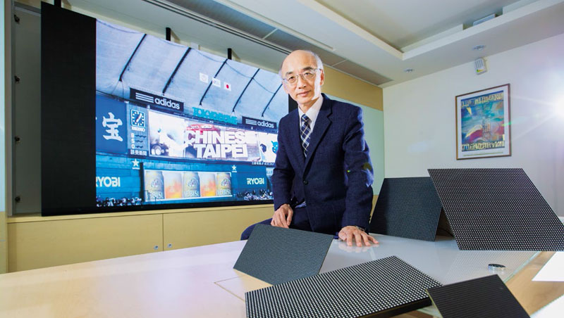 楊立昌背後的顯示屏驅動IC與出貨給三星的一樣,他鞏固大廠心法,是要求員工創新,連財會都得想新做法。