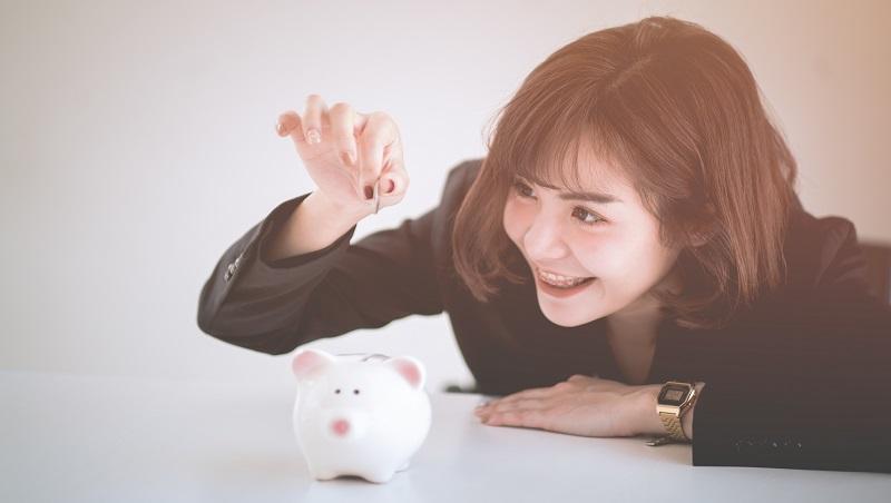 出國度假、治裝費沒少過...她月薪不到30K,工作8年存一桶金!想變有錢,要做的不過是6個字