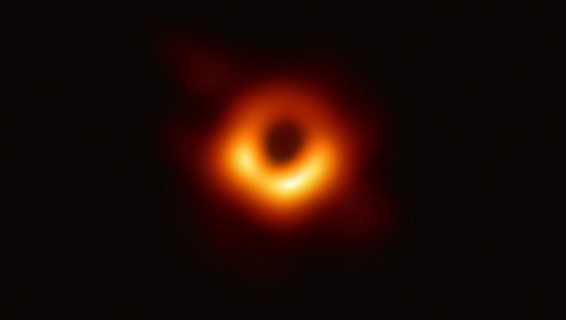 愛因斯坦神預言!世界第一張黑洞照片這樣拍出來的…