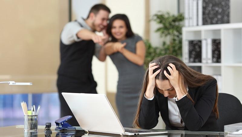 「工作打混、拿好處也可以?」上班族該懂的現實:在這種公司,認真反而害死自己