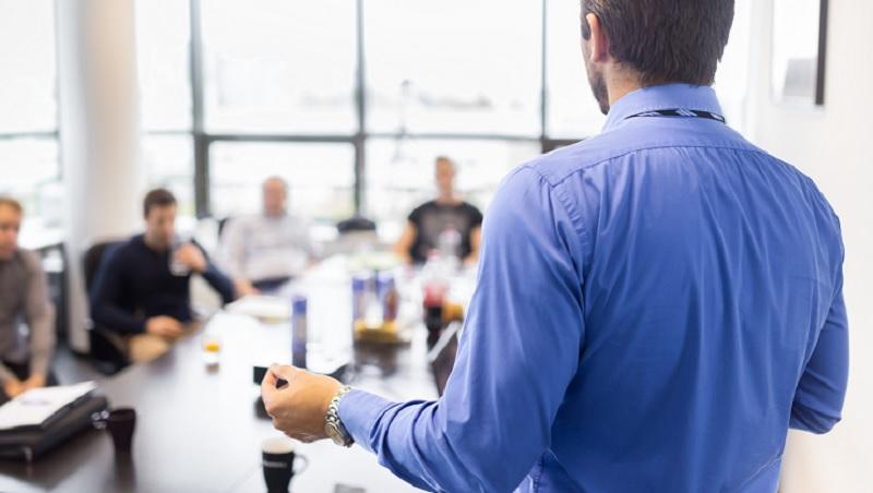 一年流失百萬客戶,到服務最佳企業…從這家英國公司靠「監督顧客」翻身,學全球百大CEO的說話之道