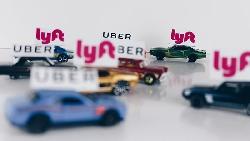 對手上市後股價暴跌,還說自己可能永遠無法獲利...Uber IPO估值上看3兆,隱藏著一個致命危機