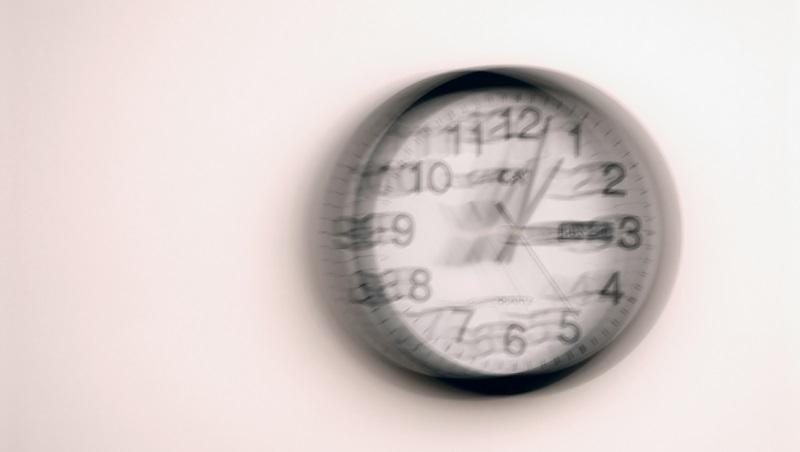 職場的不可取代,不該是時間或勞力!管理顧問:面對無限會議和加班...學「讓位」放過自己