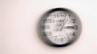 職場的不可取代,不該是時間或勞力!管理顧問:面對無數會議和加班...學「讓位」放過自己