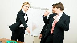 不高興就負氣離職、做不好就辭職不幹...經理也不一定懂!職場上你該知道的「成人溝通模式」