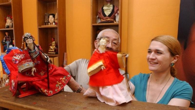 她聽不懂中文台語,布袋戲卻一學6年!這是一個法國女孩,把布袋戲帶回家鄉的「掌中夢」