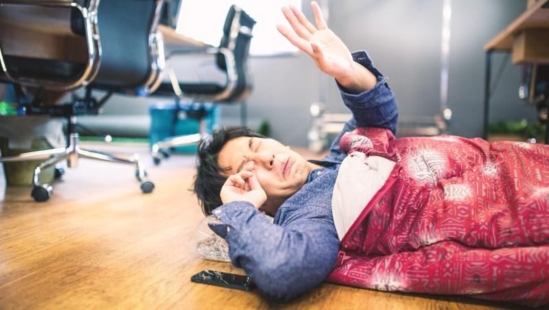 「賣命」工作,只為換得長官心中的高評價...過勞死頻傳,日本職場「滅私奉公」的加班病