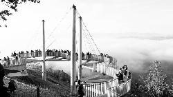 星野這個滑雪場8月收益全年最高!一個瀕臨倒閉的度假村,用「夏季限定」重生的啟示