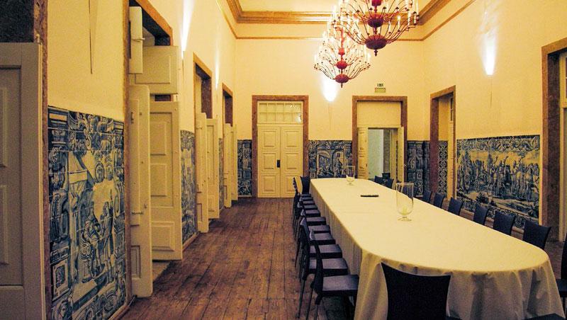名匠重新打造手工磁磚畫,讓空間顯得氣質非凡,充滿地中海風情。