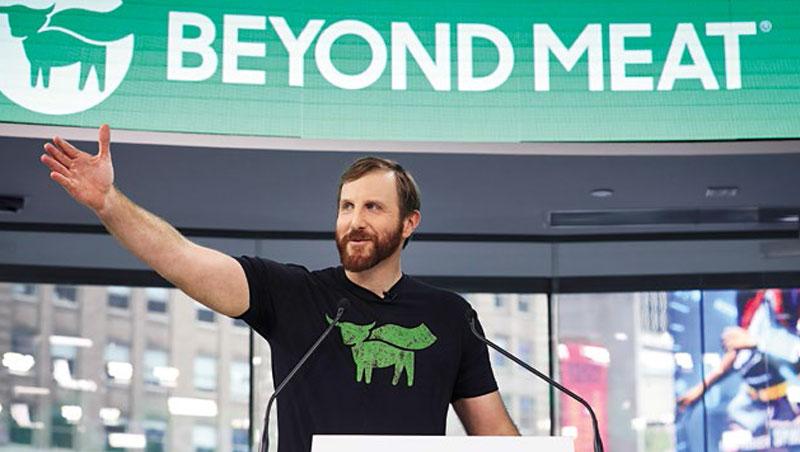 「不只是肉」創辦人布朗,採用植物蛋白為原料,製作出類似肉類的口感,獲得比爾.蓋茲等多位名人加持。
