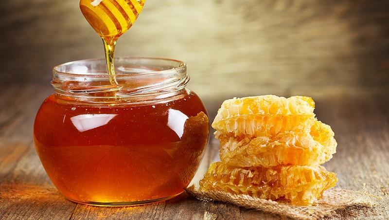 想舀蜂蜜,手卻弄得黏糊糊...小麻煩藏大需求!一杯蜂蜜,讓我看到3個創業方向