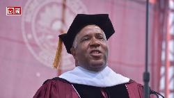 全美最狂畢業演說!整屆畢業生上億學貸他全包了,一文認識這位富比世神秘富豪