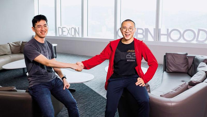 「(關閉權限)就是你按的。」「不是我的意志啊!」訪談過程,陳泰元(右)和黃偉寧(左)開玩笑互罵,不難看出兩人的好交情。