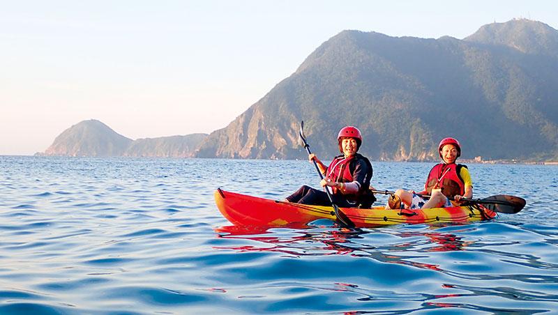操槳控舟划向海面,來場夏日的海洋探險之旅,親身體驗大海的壯闊瑰麗。