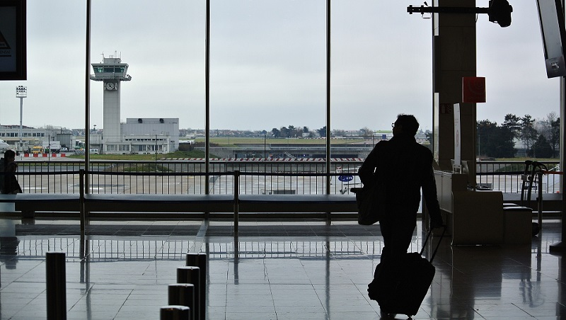 航班停飛說stop flying,卻讓老外以為有墜機意外...跟飛行有關的英文延伸用法