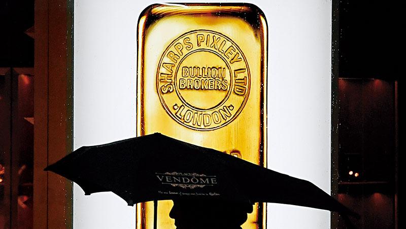 貿易戰外,英國脫歐與民粹主義興起,加大歐洲國家購買黃金的力道,金價不易跌。