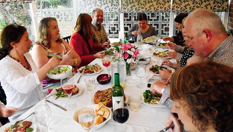 食客上門這類共餐平台不僅歡迎在地嘗鮮客層,也樂為國際旅者敞開大門,由於評分制度透明,即使是私家菜也不敢大意。