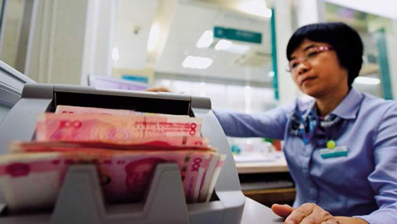 貿易戰導致人民幣近來已貶破6.9,貶或不貶都將是中國的兩難。