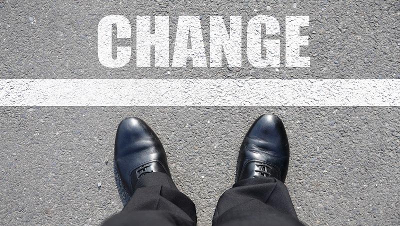 換房間、換車、換班機...英文都用change,換工作卻不能說change a job!