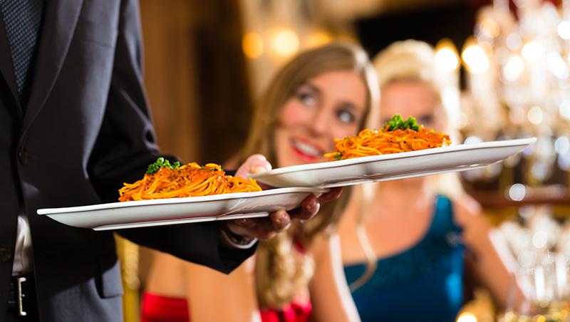茶水裡有蟑螂,這家米其林餐廳卻讓顧客笑著用完餐...揭背後關鍵服務3心法