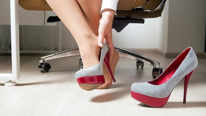想展現氣勢不用穿高跟鞋!形象專家傳授「ABC法則」,穿平底鞋在職場決勝負