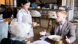 點餐說make it double,為何服務生沒送來2份?應酬飯局上該懂的3種英文口語