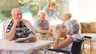 買退休宅、生前契約不稀奇...搶搭銀髮服務商機,先搞懂「4種老人需求」