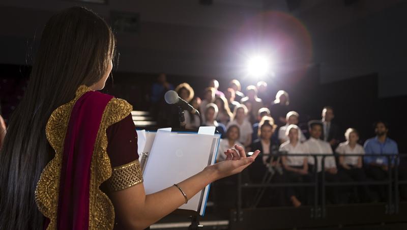 5分鐘,用一個「小儀式」消除緊張!上台演講前、和重要人士見面前都適用
