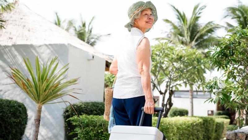 別因為怕孤單而交朋友!這不是孤傲,她60歲開始「單身旅行」給我的人生啟示