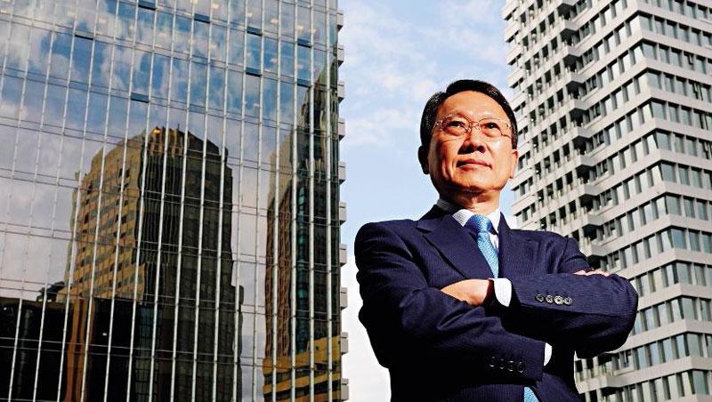 大量企業湧入越南,讓工資蠢蠢欲動,聚陽董事長周理平計畫提高外包比率以因應未來快速墊高的製造成本。