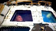 比起重大科學發現,更慶幸學會感激...離開地球,他在太空340天領悟10件事