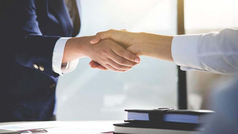 跟卡內基學銷售心法!小公司業務員多做一件事,大老闆訂下2倍的貨
