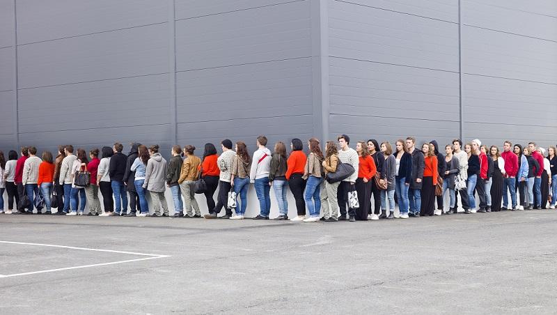 排隊等消費的客人不算guest?一次看懂client、customer和guest哪裡不一樣
