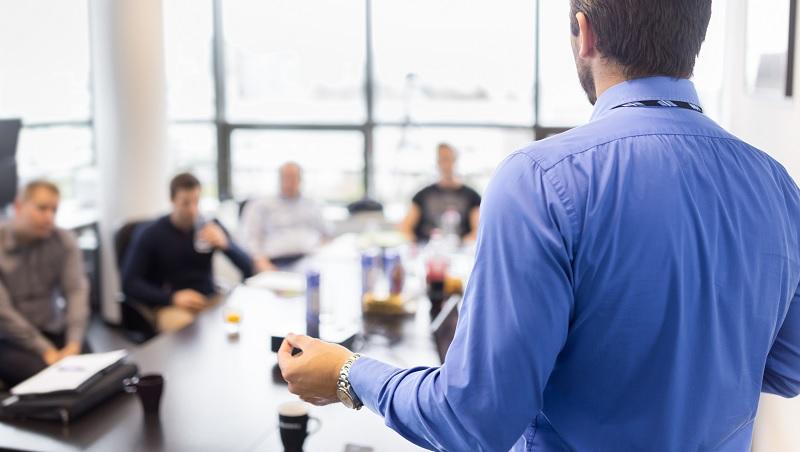 給嚴謹、和沒耐心老闆的簡報,不能用同一份!運用4指標,做出不同聽眾都滿意的簡報