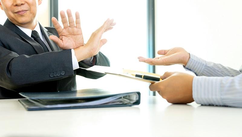 受同事喜愛,工作效率卻不好…你有「迎合型人格」嗎?李開復教你4步驟對同事說不