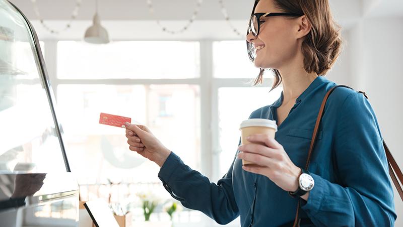 咖啡越喝省越多! 快看信用卡優惠大評比