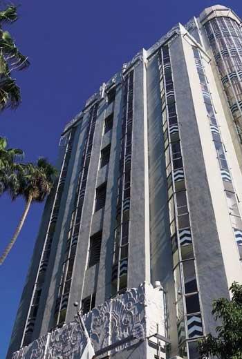 建築曾是好萊塢最高大樓,吸引重隱私的名人影星居住。