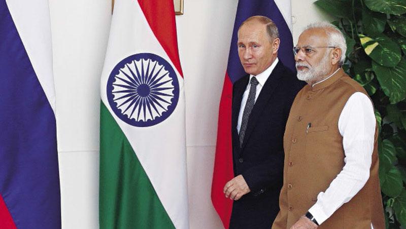 2019年4月,俄羅斯總統普欽(左)授予印度總理莫迪(右)最高榮譽勳章,拉攏印度已成各強權的外交戰場。