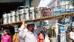 連哈佛商學院都在研究!這家印度公司如何靠不識字運送員,打造幾乎零失誤的送餐服務?