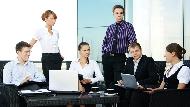 全公司都很隨性,我該怎麼穿?業務、秘書、工程師...職場人5行業穿著攻略