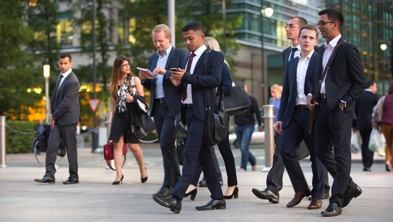 英國求職,該注意的事:履歷別放自傳和大頭照、面試不能謙虛